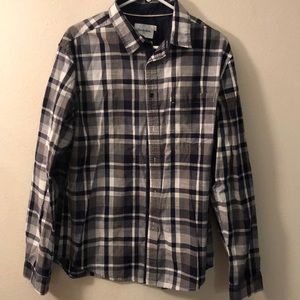 Men's plaid button up